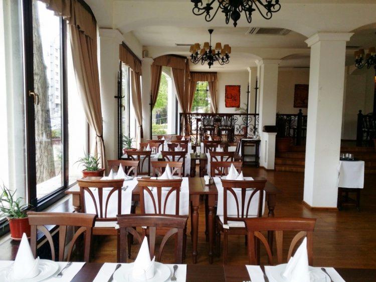 Restaurant Voievodal Baneasa romanesc medieval gustos